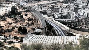 """Die Mauer als Absperrung entlang der Grenzlinie zwischen Israel und dem Westjordanland: """"Tunnel"""" nach West-Jerusalem"""